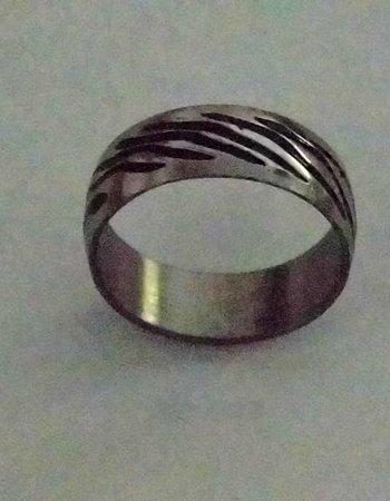 Modischer Ring aus Edelstahl