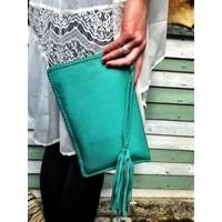 Simple & Chic met deze Turquoise Leren Clutch van KiVARi