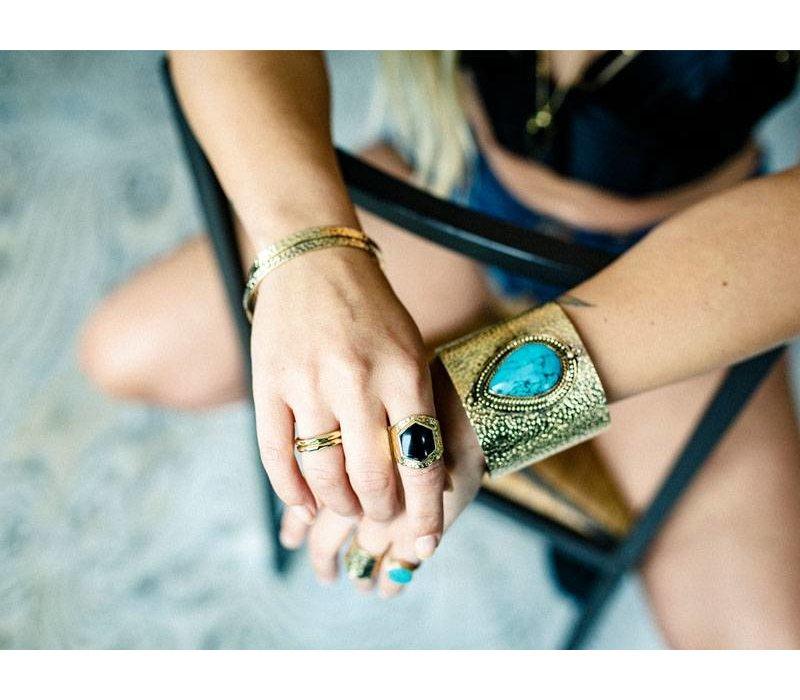 Grote Statement Armband, Gehamerd Goud   Turquoise Edelsteen