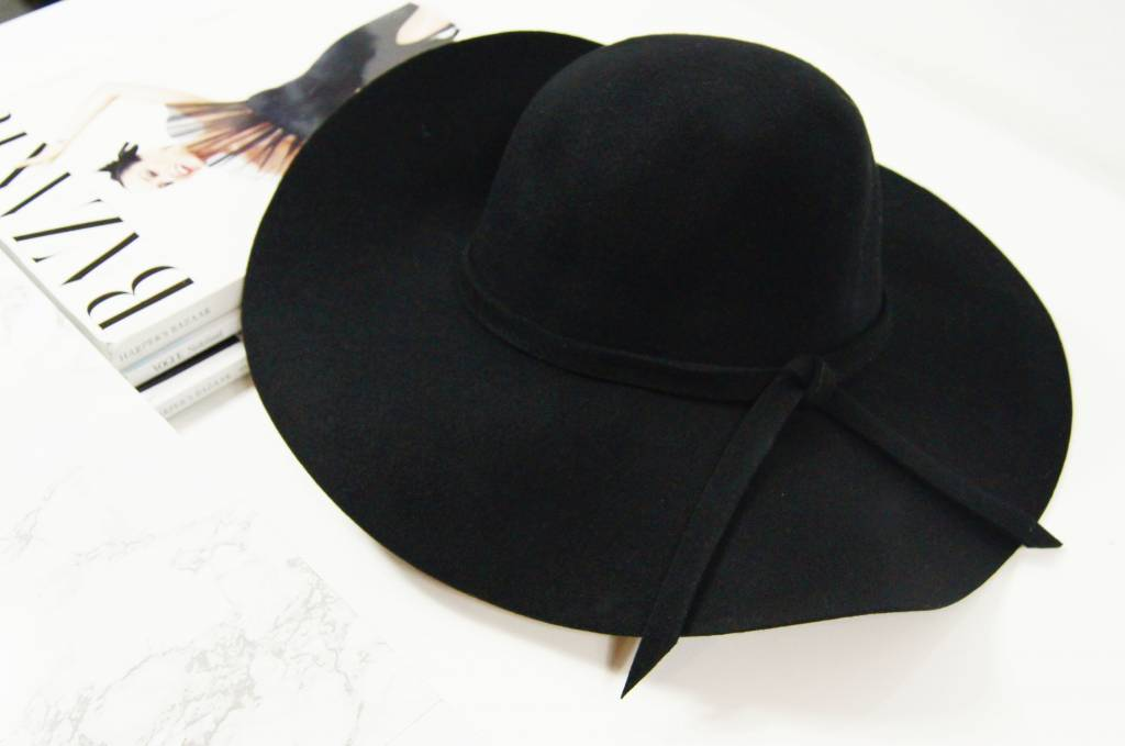 BLOGGER FLAP HAT