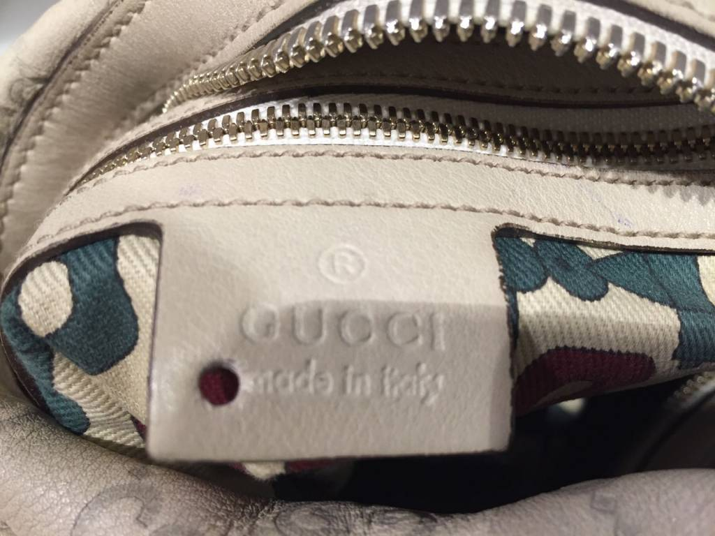 GUCCI GUCCI CREAM LEATHER LOGO SHOULDER BAG