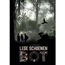 Lege Schoenen. Bot - Nicki Deridder