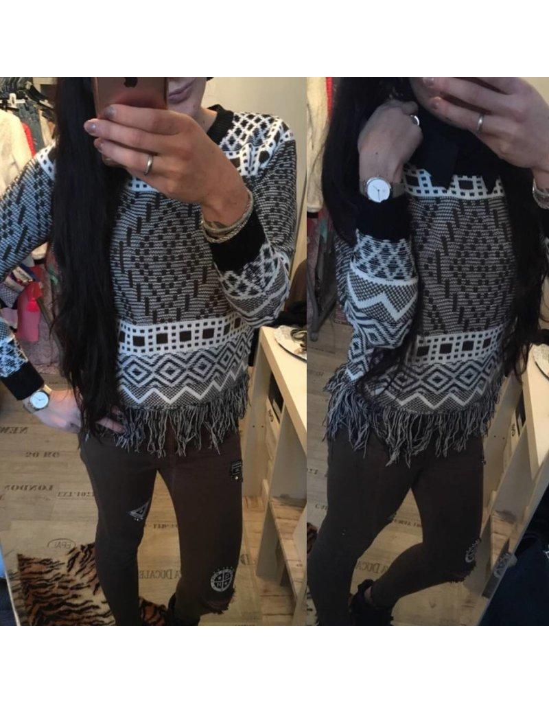 Pullover Schwarz Fringe