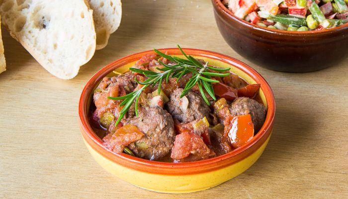 Spaanse gehaktballetjes met tomatensaus