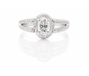 platinum ring set with 1,6 ct diamonds