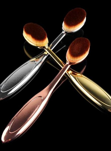 Foundation brush in 3 brilliant colors