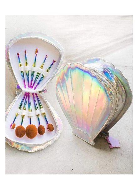 Mermaid Salon Mermaid Salon - Oval brush set in Clamshell case - Fantasea