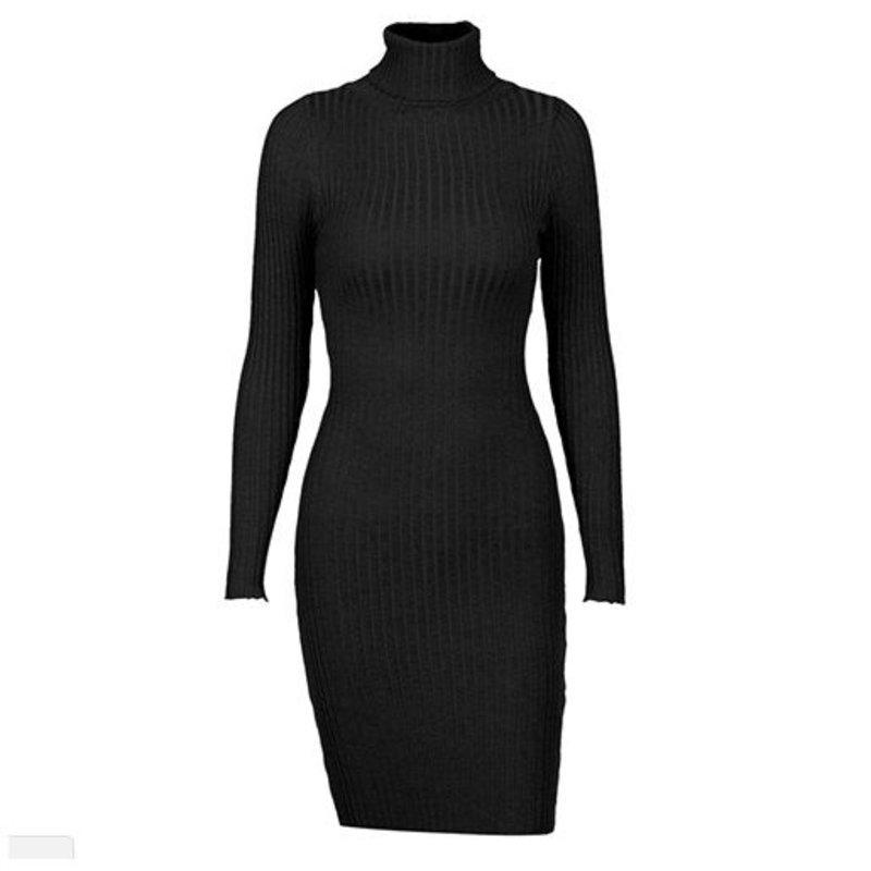 PRETTY IN BLACK DRESS