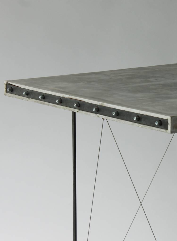 schwebender betontisch von ep7 bei homage store homage store. Black Bedroom Furniture Sets. Home Design Ideas