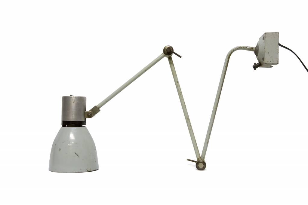 Industriele bureaulamp van grijs metaal ca. 1940 lamplord