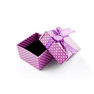 Schmuckverpackung in lila