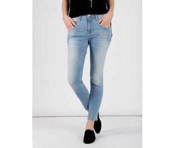 Mavi Jeans Sierra mid-waist skinny lichtblauw 100726-25250