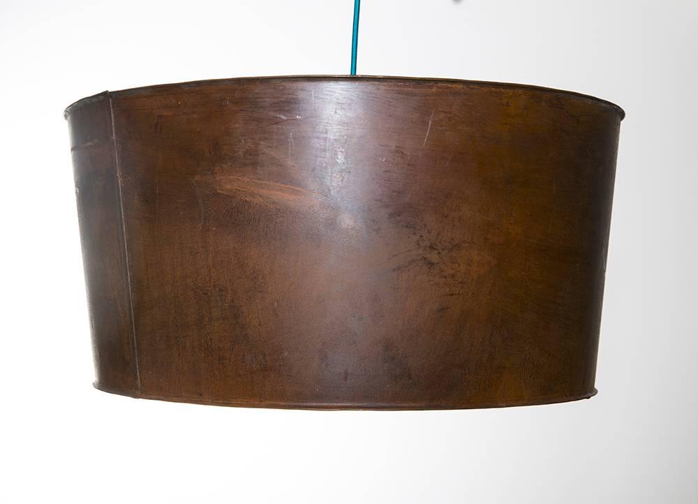 h ngelampe aus metall im industriedesign im braun. Black Bedroom Furniture Sets. Home Design Ideas