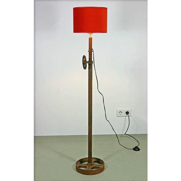 Höhe Lampe Kücheninsel ~ stehlampe industriedesign mit rostrotem lampenschirm kawale de