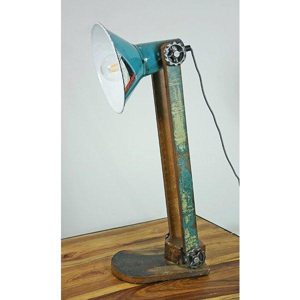 tischlampe im industriedesign aus holz und altmetall. Black Bedroom Furniture Sets. Home Design Ideas