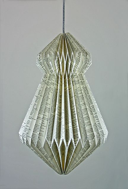 papierlampe origami zeitungsdruck. Black Bedroom Furniture Sets. Home Design Ideas