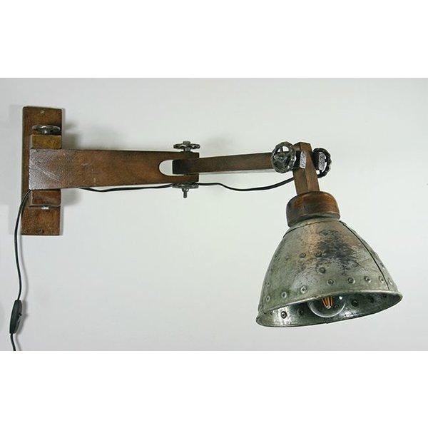 wandlampe im industriedesign aus holz und altmetall. Black Bedroom Furniture Sets. Home Design Ideas