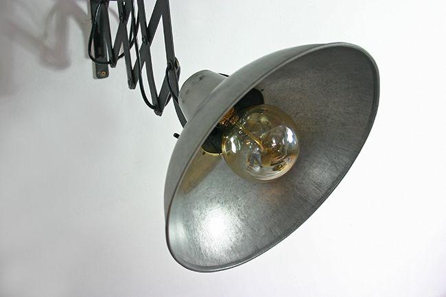 wandlampe im industriedesign mit scherenarm. Black Bedroom Furniture Sets. Home Design Ideas