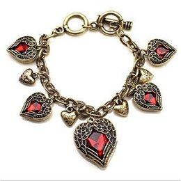 Vintage dames armband met rode hartjes