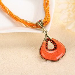 Vintage chic Oranje kleur versierd met kleine kristalen