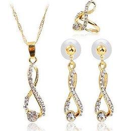 Leuke sieraden set goud kleur met berg kristalen
