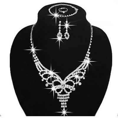 Elegante sieraden in een set verzilverde koper
