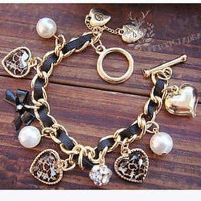 Armband met hartje in zwart goud kleur met imitatie parels