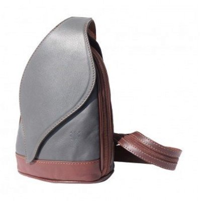 Kleine Rugzak tas, met mooie blad vorm flap grijs met bruin kleur