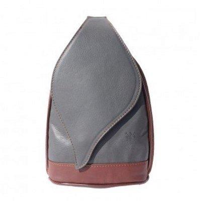 - Grote Rugzak tas, met mooie blad vorm flap grijs met bruin kleur