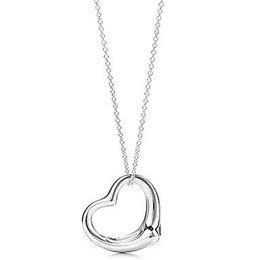 Leuke hangertje ketting met hartje zilver kleur