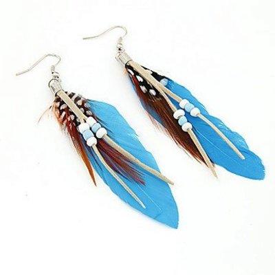 Druppel oorbellen met kralen en blauw kleur veren