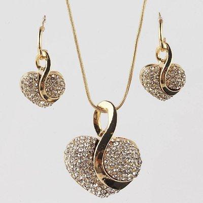 Sieraden set van oorbellen een ketting met hangertje