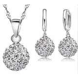 Sieraden set van zilver oorbellen discobal witte kristallen