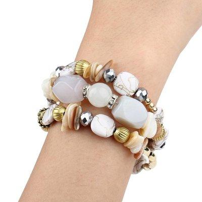 Bohemien armbanden met wit beige kleur stenen en kralen