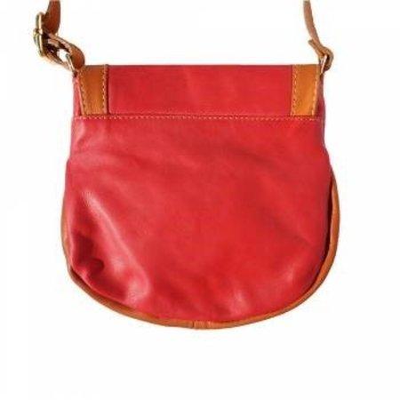 Rode met cognac kleur zachte kalfsleer schoudertas met rits en magneetslot