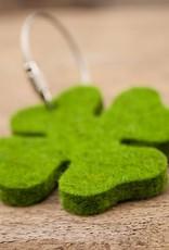 werktat Glücksklee Schlüsselanhänger Filz gras grün meliert mit Stahlseil, Glücksbringer als Geschenkanhänger, kleines Geschenk, Glück-Anhänger Neujahr Silvester Jahreswechsel