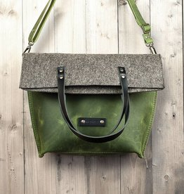 werktat Charakterstück – green leather & felt, crossbody bag messenger bag