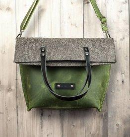 werktat Charakterstück – grünes Leder & Filz Umhängetasche Messenger bag