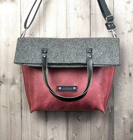 Charakterstück – rotes Leder & Filz Umhängetasche Messenger bag