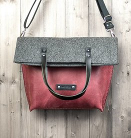werktat Charakterstück – red leather & felt, crossbody bag messenger bag