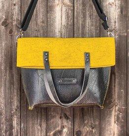 Charakterstück – black leather & felt, crossbody bag messenger bag