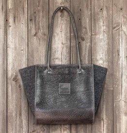 werktat Resultat in vegetable-tanned black leather, shoulder bag, handbag, leather bag, felt bag