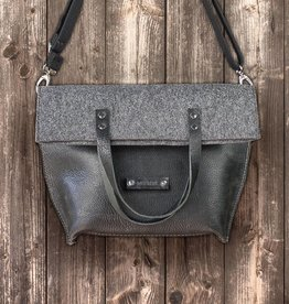 werktat Charakterstück – black leather & felt, crossbody bag messenger bag