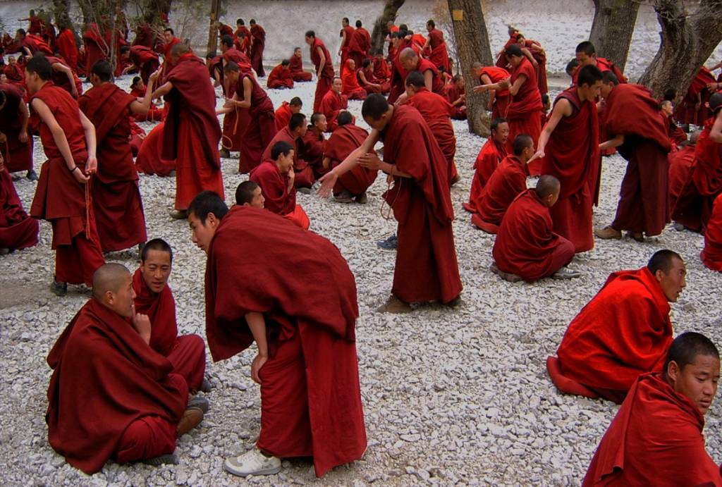 Umo Art Gallery Monks debating