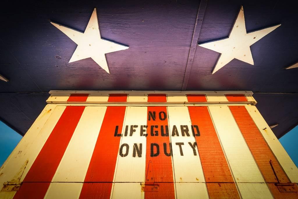 Umo Art Gallery No lifeguard on duty