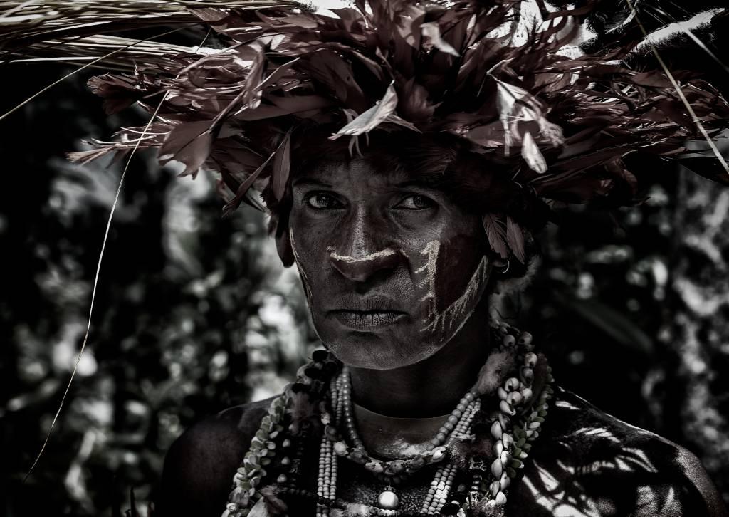 Umo Art Gallery Woman in the sing-sing festival of Mt Hagen - Papua New Guinea
