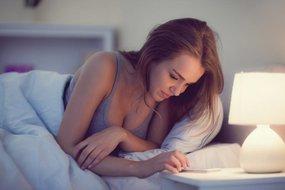Met je smartphone in bed