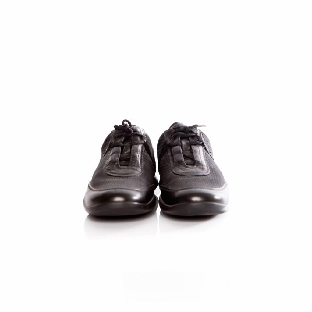 lowest price a43f4 a1d46 prada-prada-zwarte-sneaker-in-leer-en-stof-met-pra.jpg