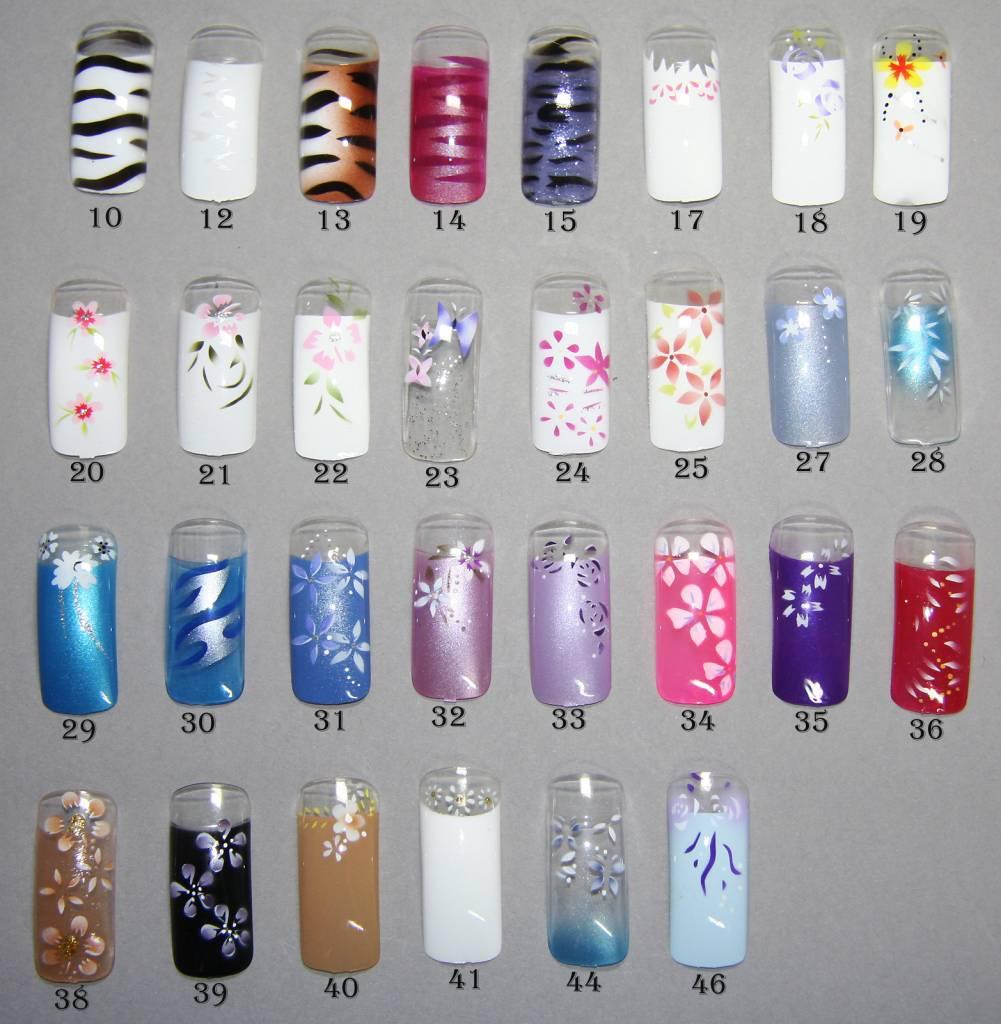 Künstliche Nägel mit Blumen - vorgefertige Airbrush Tips -