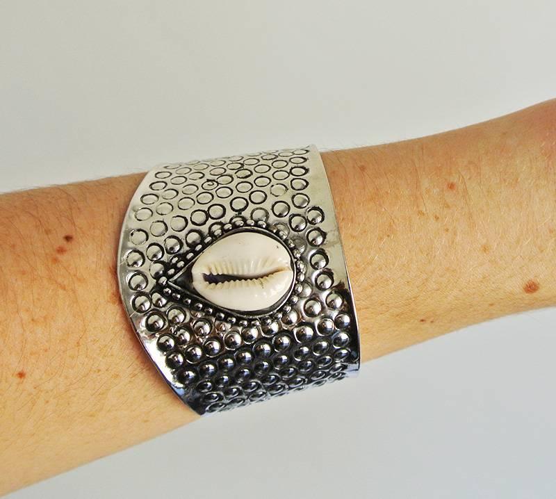 Shantique design Textured shell cuff
